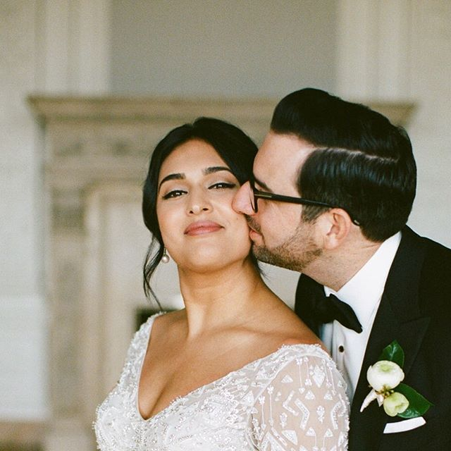 Sweet wedding day moments ❤️ Nina wanted to look and feel like herself for her #sanfrancisco wedding. After our #bridal preview we decided to nix any shimmer and flex up her #eyeliner and just loved the effect! Now booking for 2020 🔗 in bio  Photography | @_chrisglenn_  Planning | @eventsbysatra
