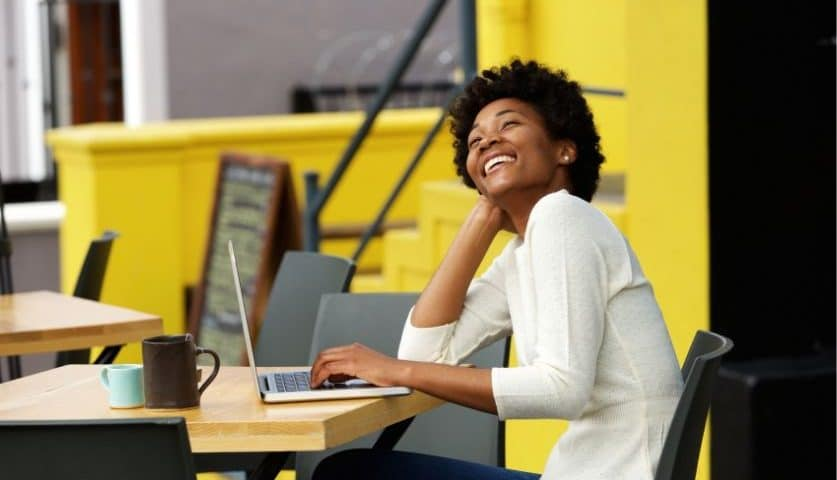 5 Must-Know LinkedIn Profile Tips to get a Job Without Applying - Written by Brett Ellis on UrbanGeekz.com