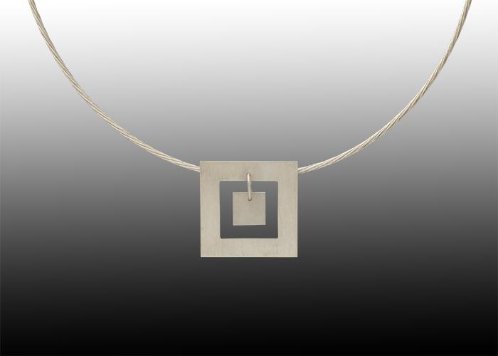 squarependant-final-700x500.jpg