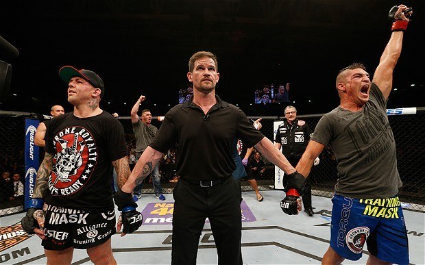 Robbery: Ross Pearson vs Diego Sanchez at UFC Fight Night 42