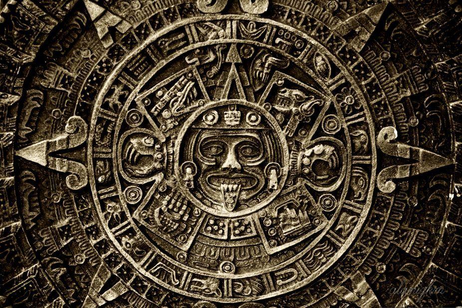 An engraved Mayan calendar. Image credit:  Kim Alaniz  /  CC BY .