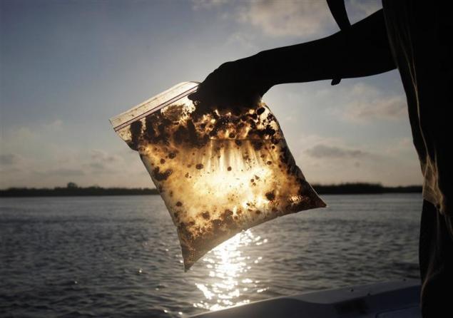 oil spill in a bag.jpg