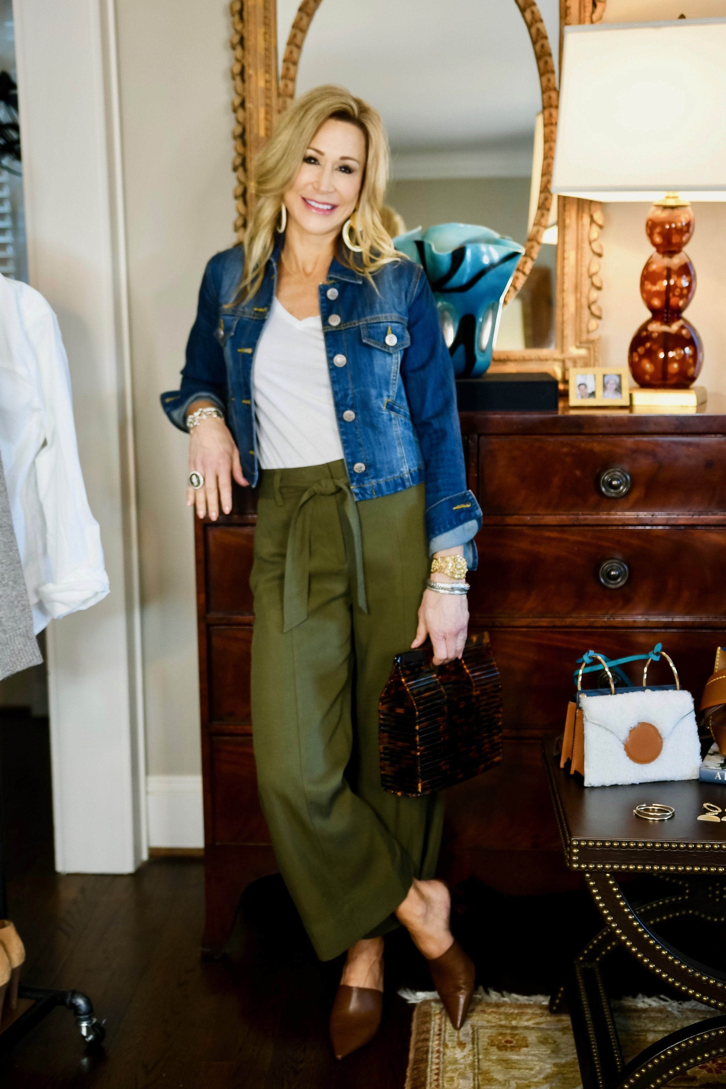 Neutral outfit for spring - Crazy Blonde Style