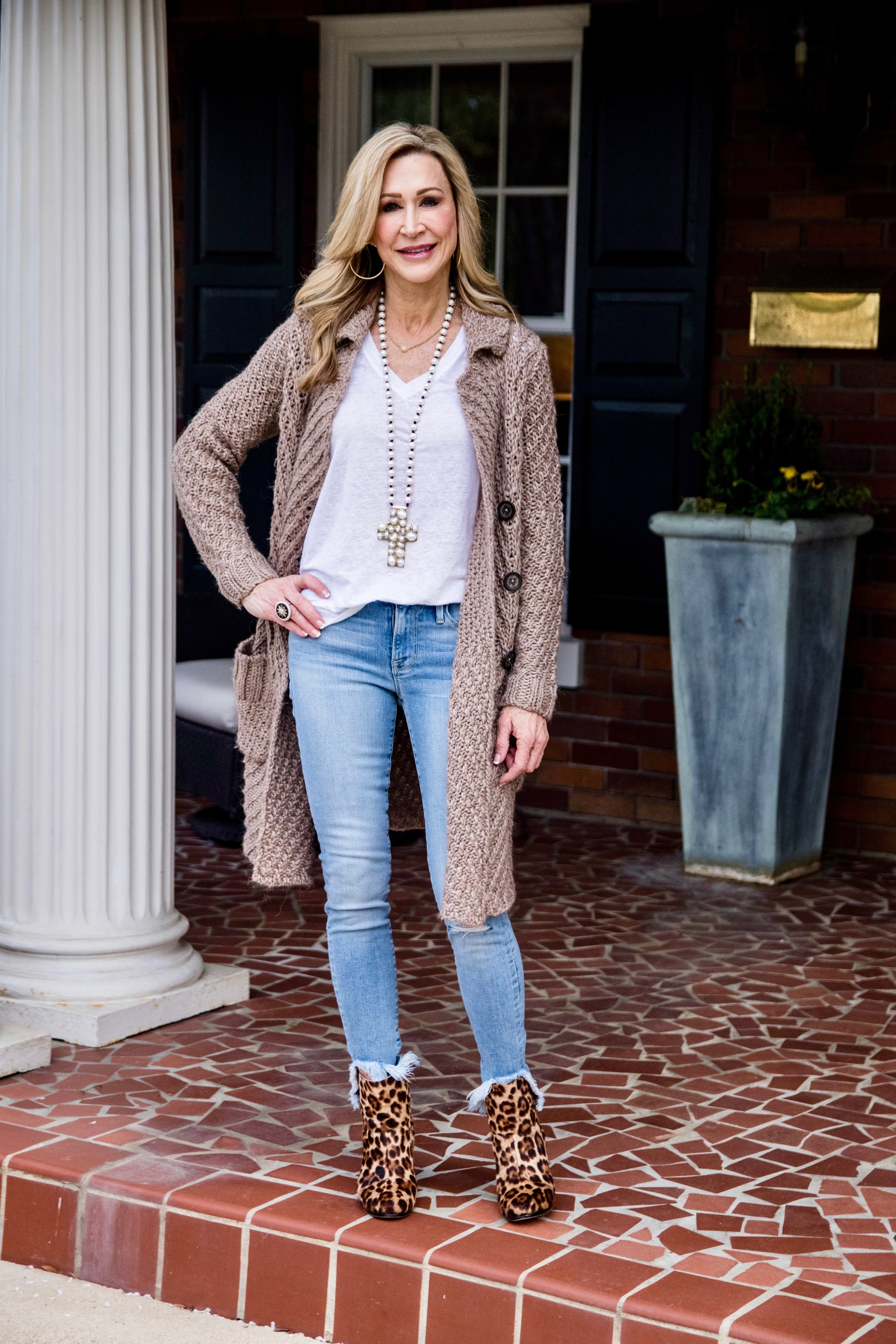 Cardigan & Jeans - Crazy Blonde Style
