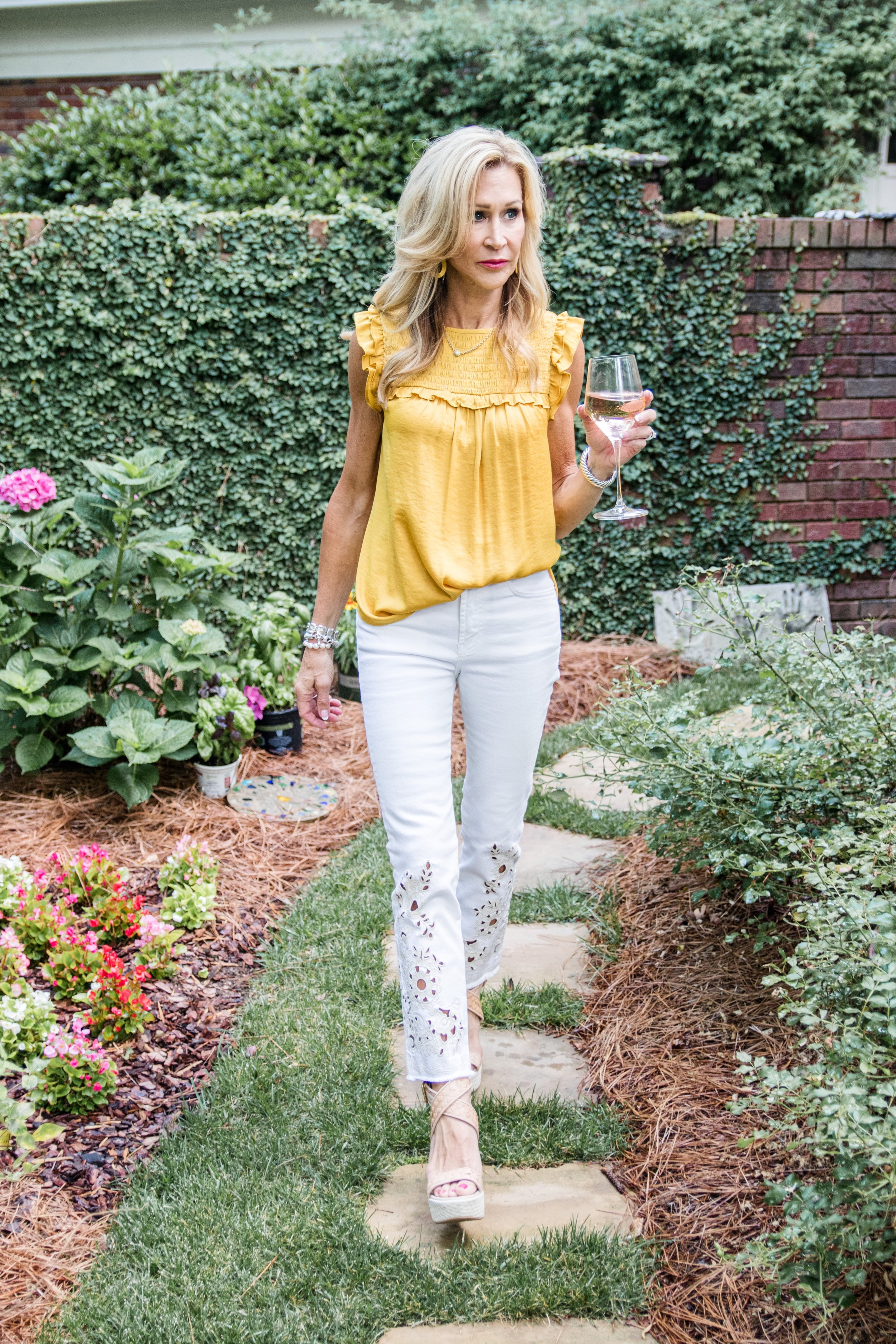 Embroidered white jeans with gold top - Crazy Blonde Style