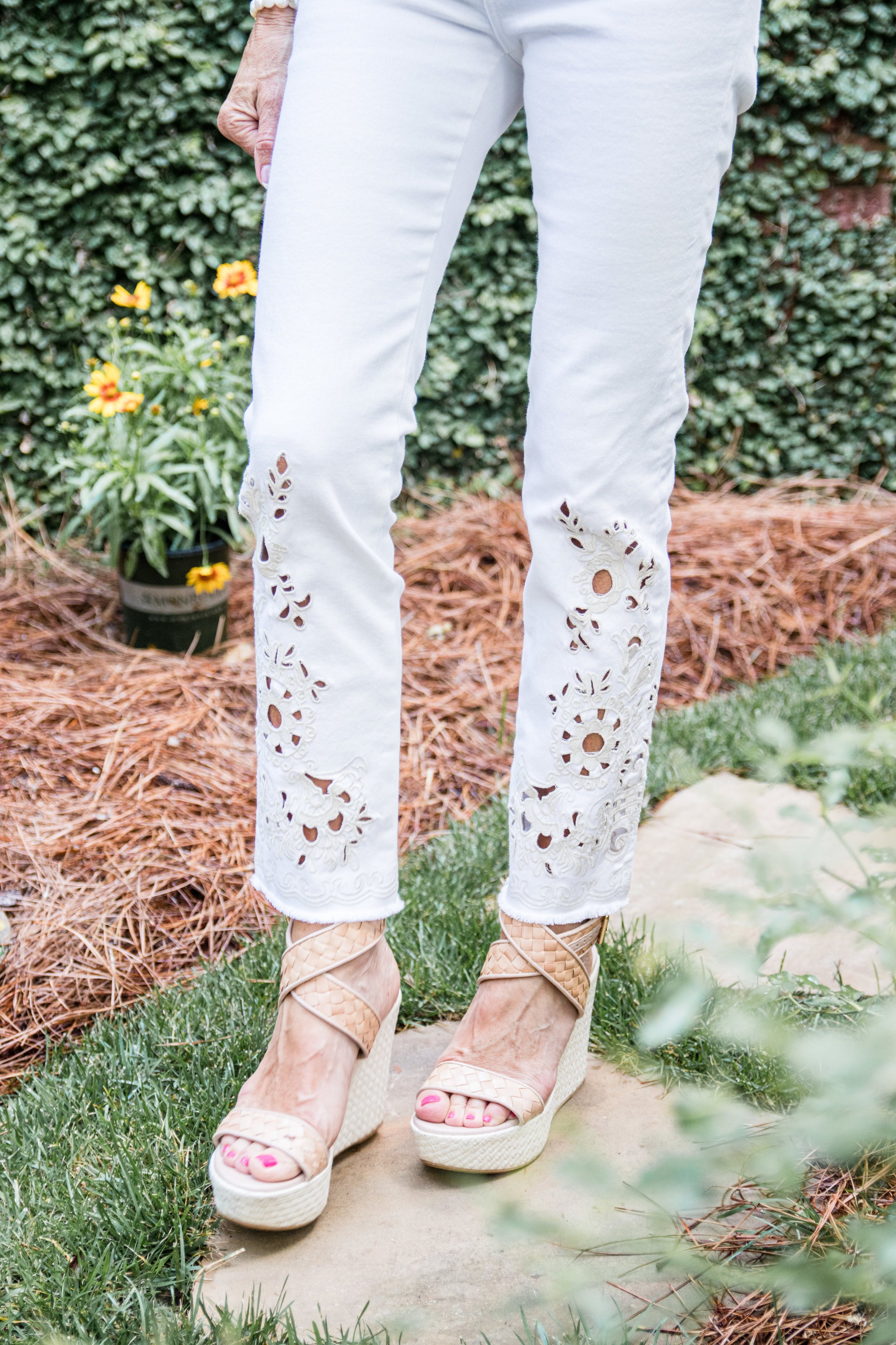 Embroidered detail on white jeans - Crazy Blonde LIfe
