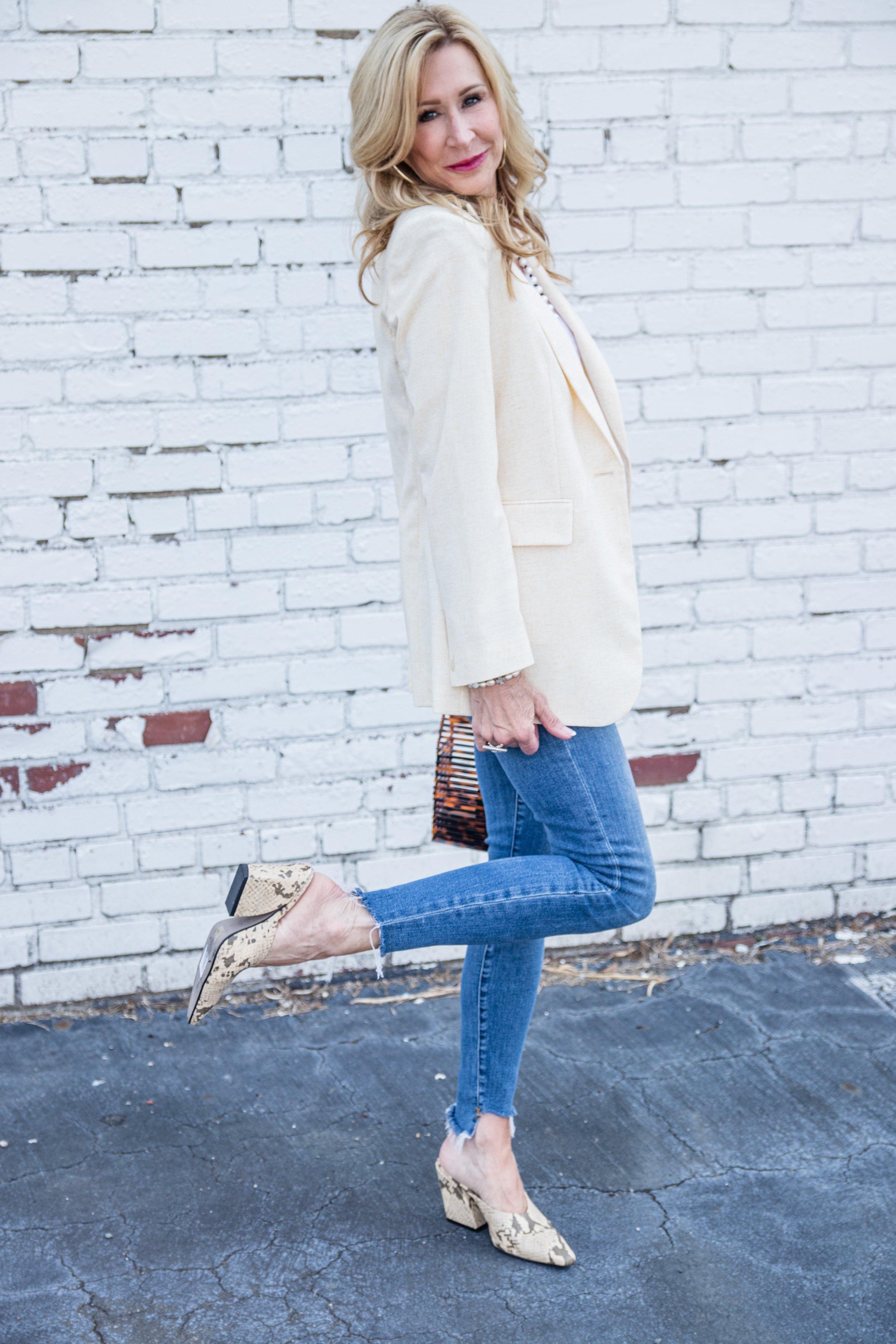 Casual Spring Outfit - Mango blazer, Frame Denim jeans, Zara shoes