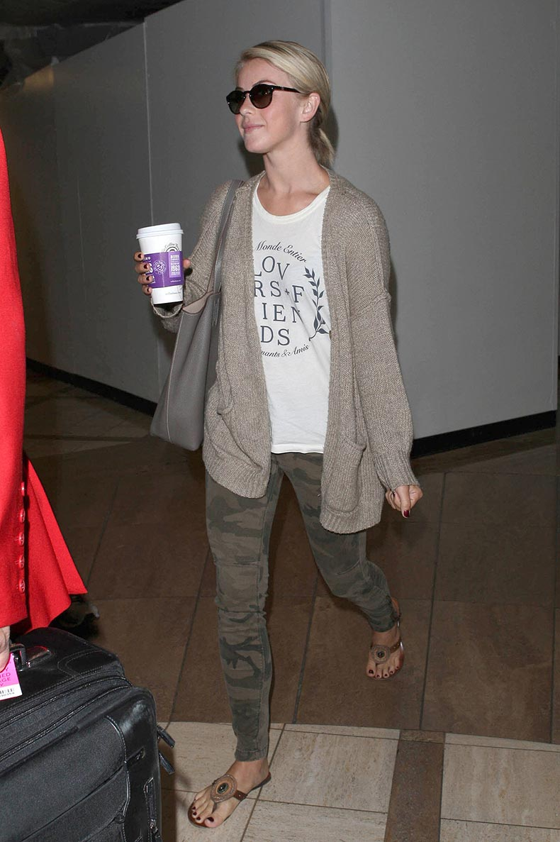 Julianne-Hough-stayed-neutral-territories-camouflage-jeans.jpg
