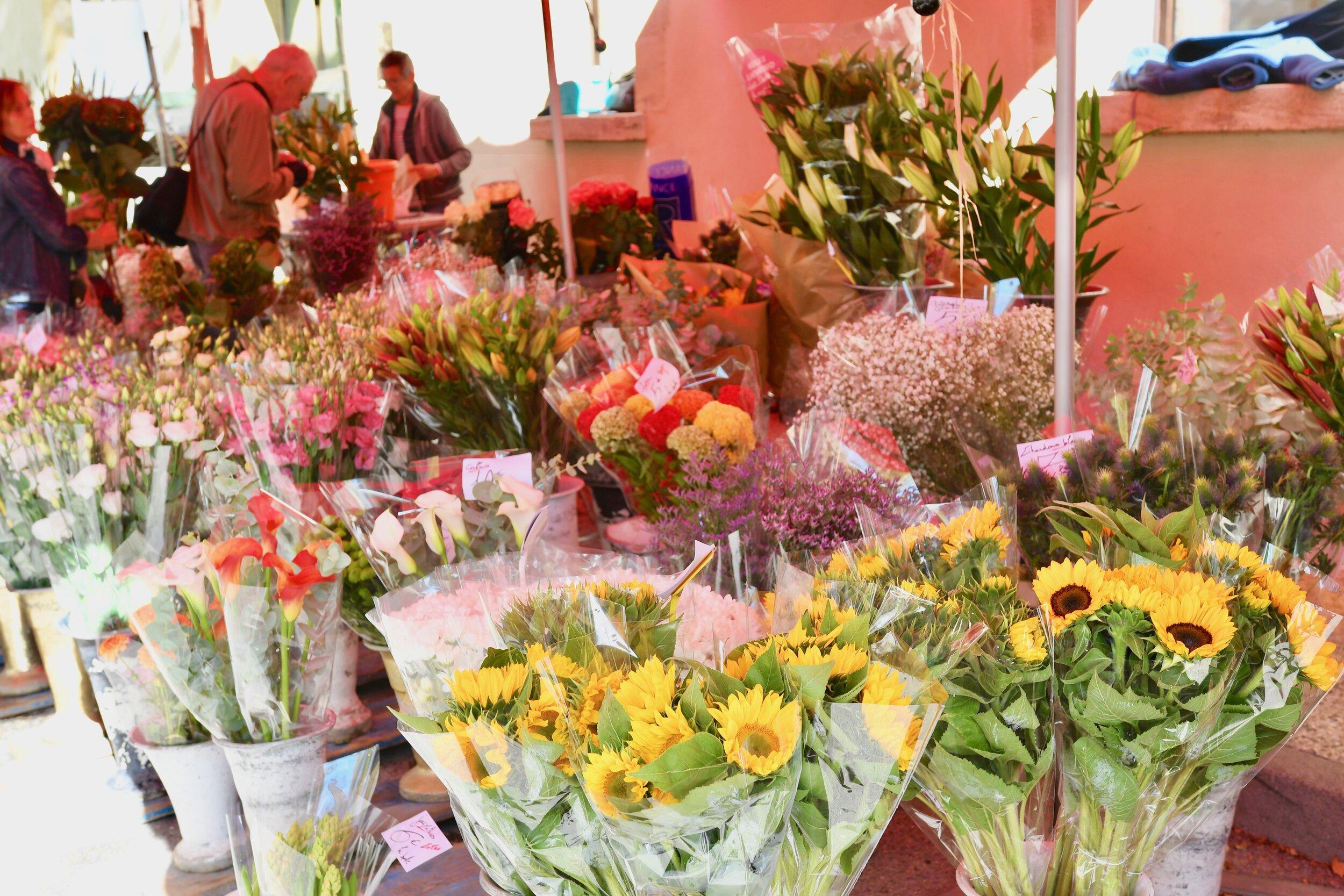Market Day in Lourmarin - Crazy Blonde Life