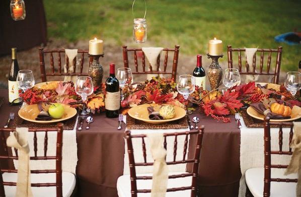 Outdoor Thanksgiving Table Idea - Crazy Blonde Life