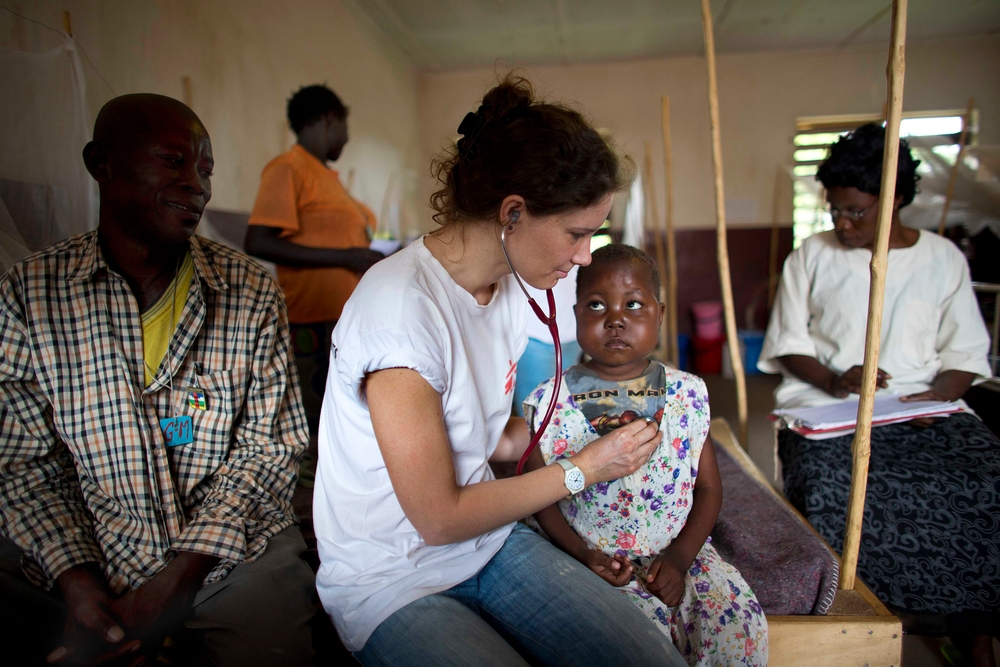 MSF tropical doctor Florien Oudenaarden in CAR. ©Ton Koene/MSF