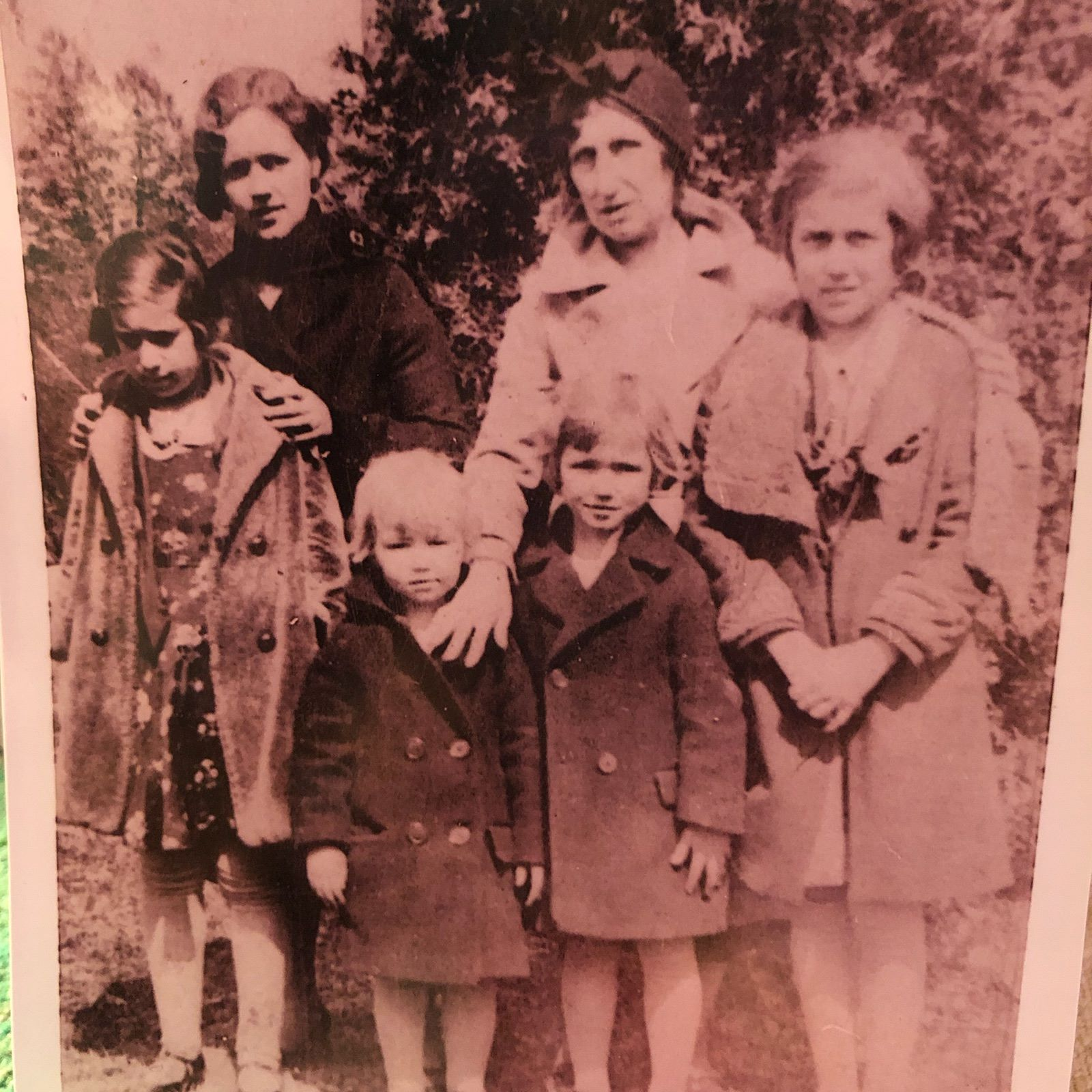 Here is a photograph of four generations! My great grandmother Patsy Patrick, her mother, my great great grandmother Nona (we are not sure who the other two girls are in the middle) and my great grandmothers Patsy's children, Mildred (my maternal grandmother) on the left and her sister Geraldine on the right.