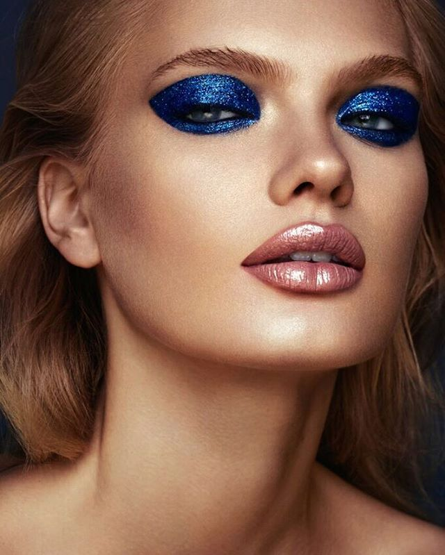 I love this shoot so much 🦋 thanks to incredible team ! #makeupartist @gorniakmua #hairstylist @hairbycarmenamelia #model @emmalouisebarley @stormmodels #retoucher @guistrech #photoassistant @katterek for @lucysmagazine ❤️ #beautyeditorial #beautyphotography #blue #sparkle #gloss