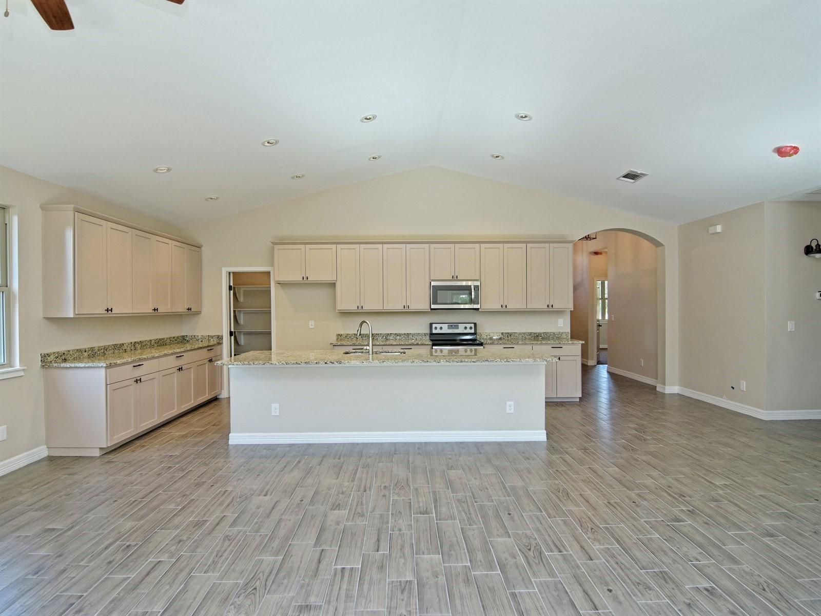 008_Living-Kitchen.jpg