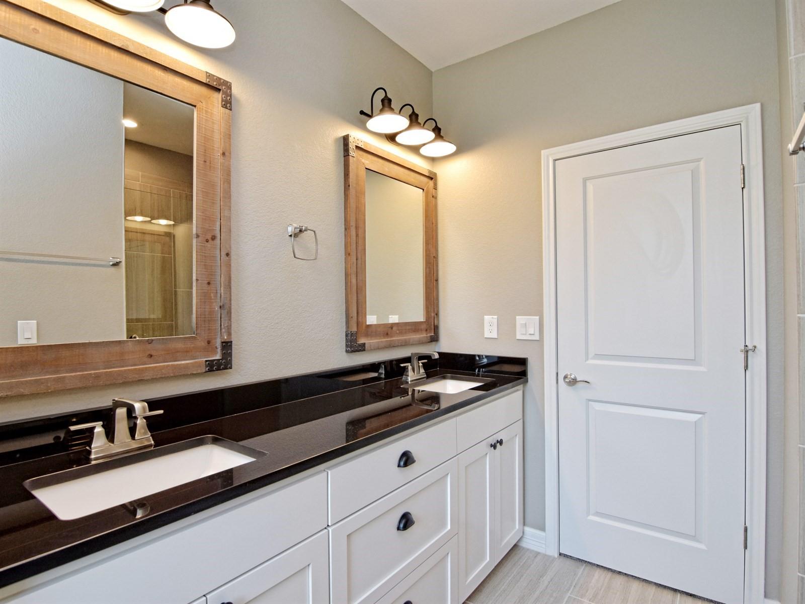 019_Master Bathroom.jpg
