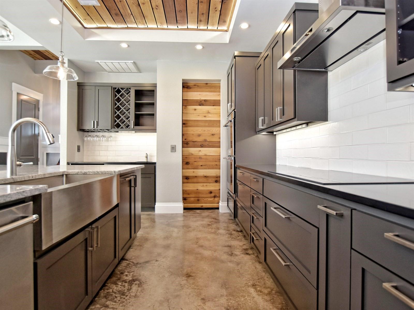 013_Kitchen 2.jpg