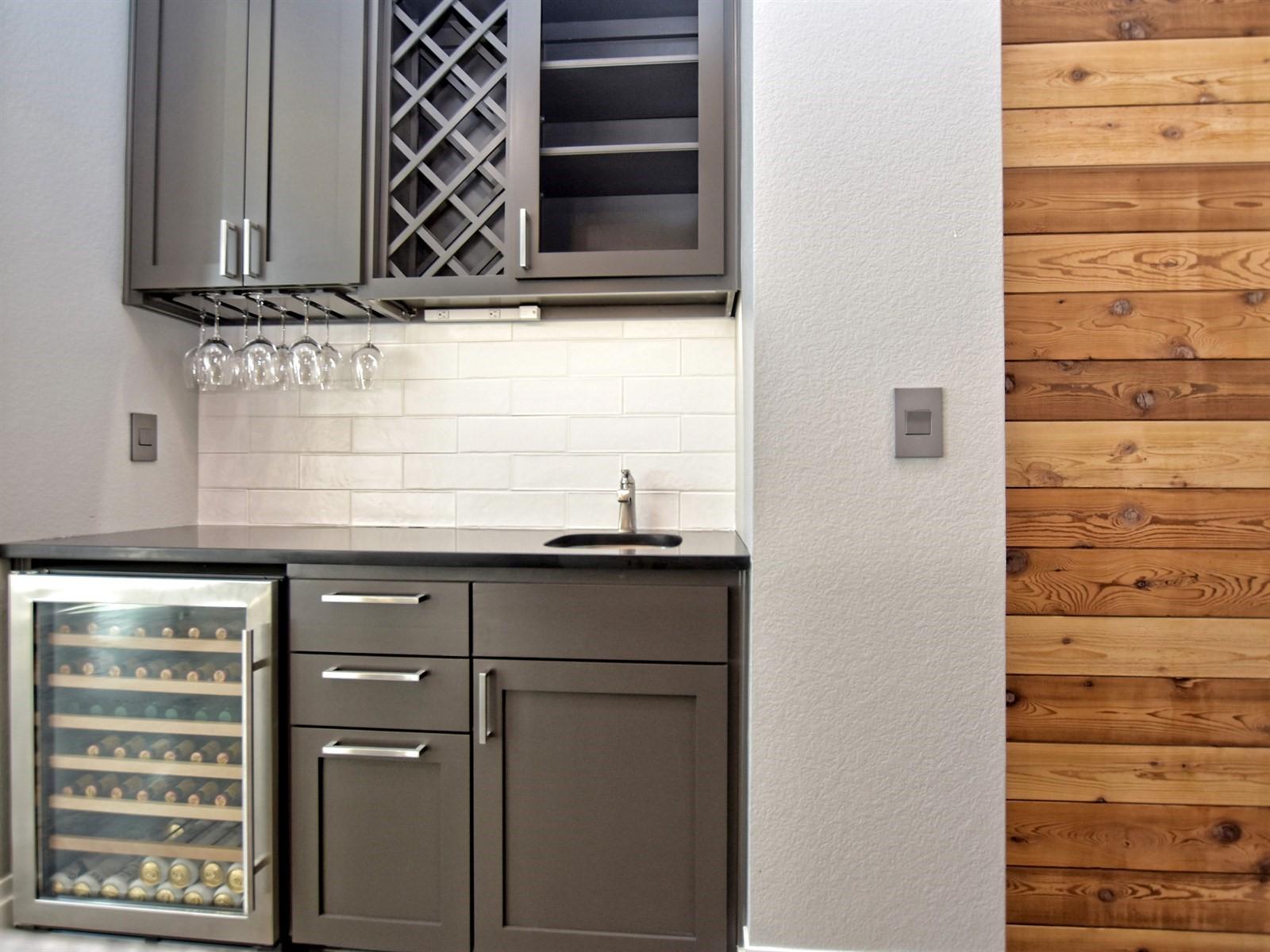 014_Kitchen Bar.jpg