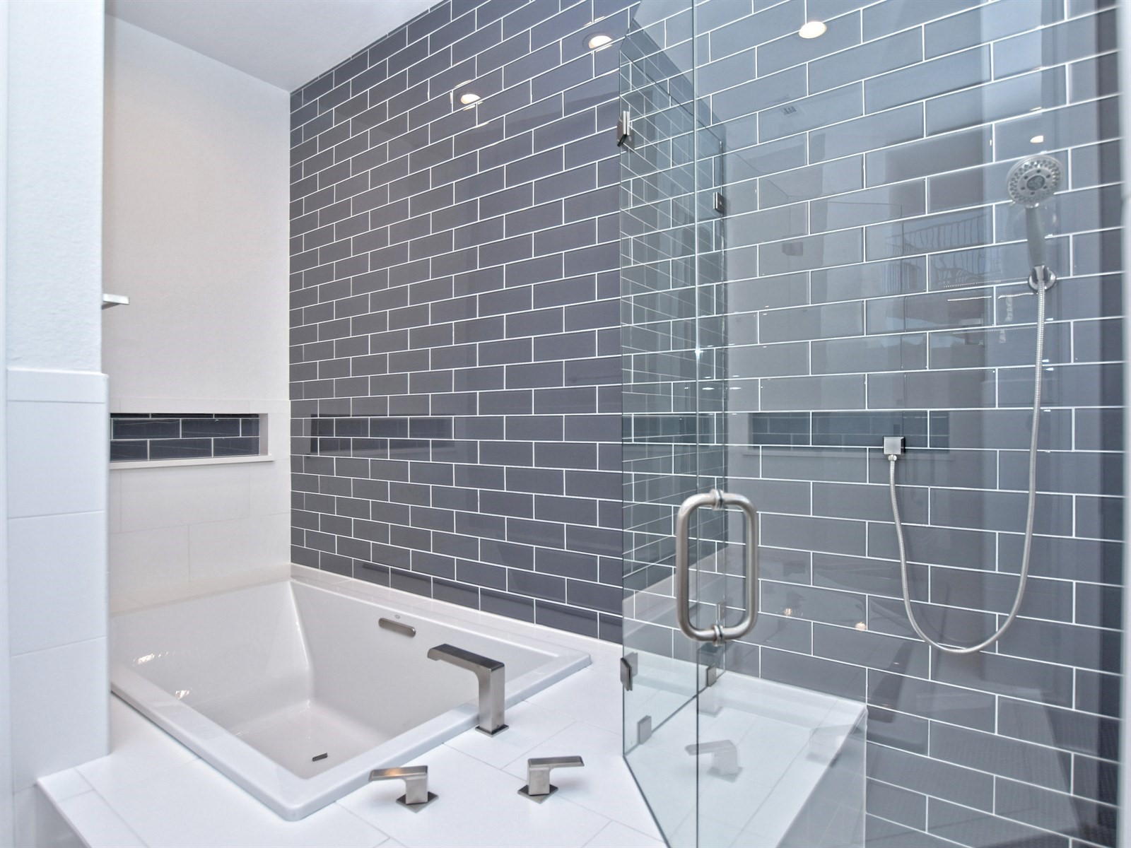 023_Master Bathroom 3.jpg