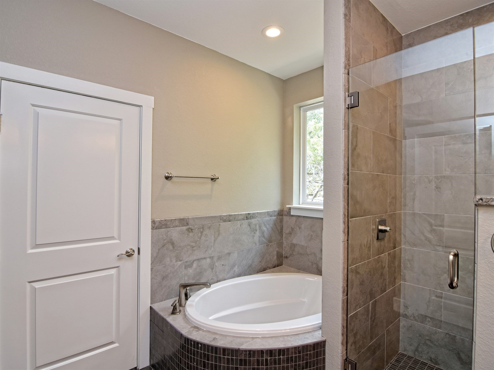 018_Master Bathroom 3.jpg