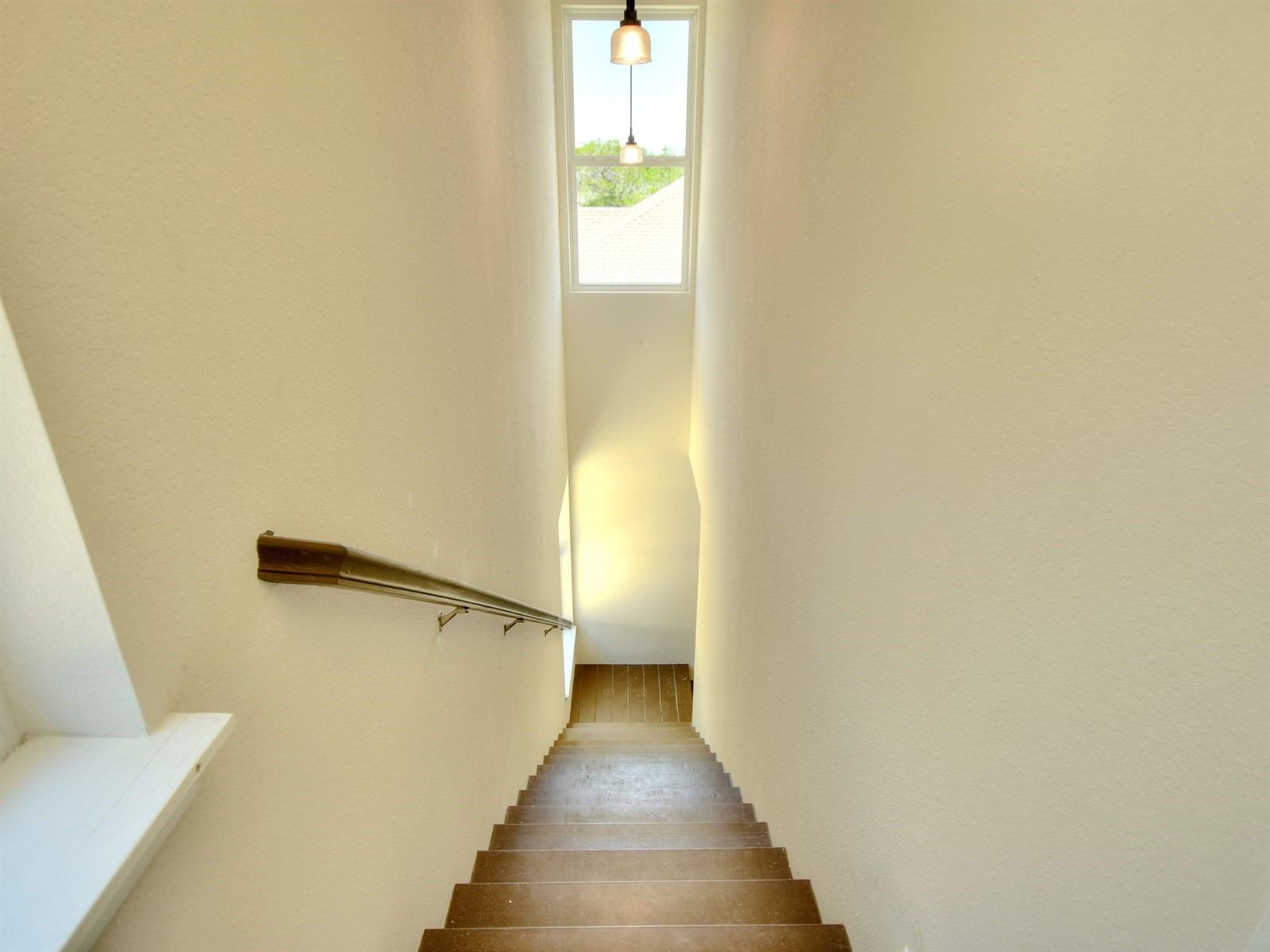 030_Stairs to Garage.jpg