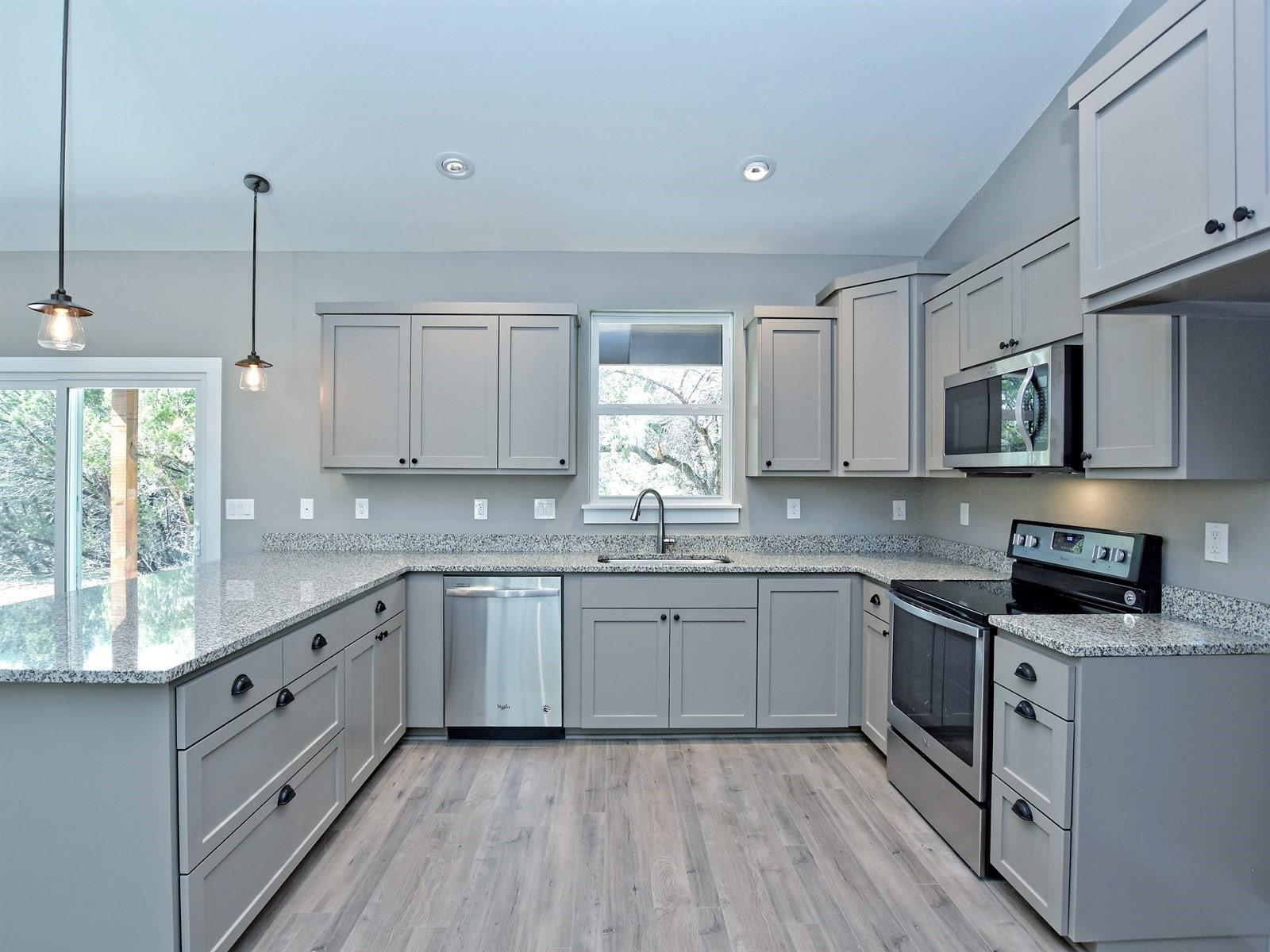 013_Kitchen 3.jpg