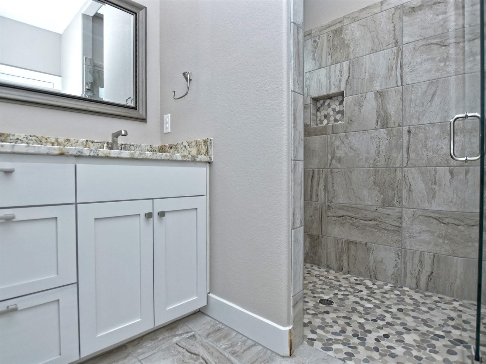 019_Master Bathroom 3.jpg