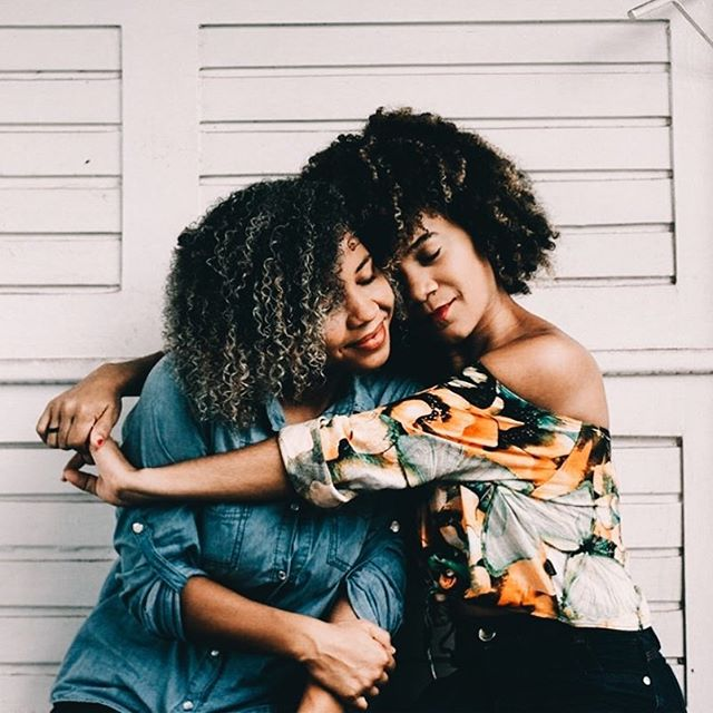 IT TAKES A TEAM 🤝  If you're on your wellness or healing journey, you probably know it takes more than *just* a healthy breakfast, *just* a yoga class, or *just* a therapy session per week, to feel amazing. 💕  Although we are big supporters of traditional therapy, therapy alone might keep you stuck in the past at times. In addition to therapy, we've found it profoundly transformative to invest in various coaches who have brought us much further along in our journeys, whether it be for fitness, health or business. 🙏  Make sure your team can help you holistically - help you heal from the past AND take action for the future. Make sure you have people in your life who inspire you to make healthy choices for your mind, body and soul. Don't rely on one thing or one person to get you to where you want to go. ⚡️⚡️⚡️