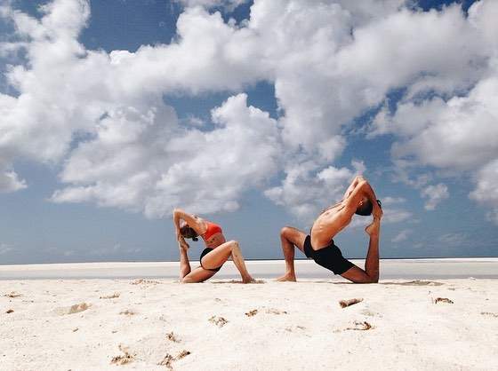 Join us on the beautiful beaches of Prana Del Mar, Mexico. We are are hosting the Awakening Yoga Retreat this April 6th-11th! Whether you're a professional yogi or simply interested in connecting more with your physical body in a powerful way, this retreat is for you. Swipe through to see our dreamy retreat centers and incredible teachers @tennessee_yogi + @solar_yogi. Head to the link in our bio to join all the fun 😝 #revampretreats