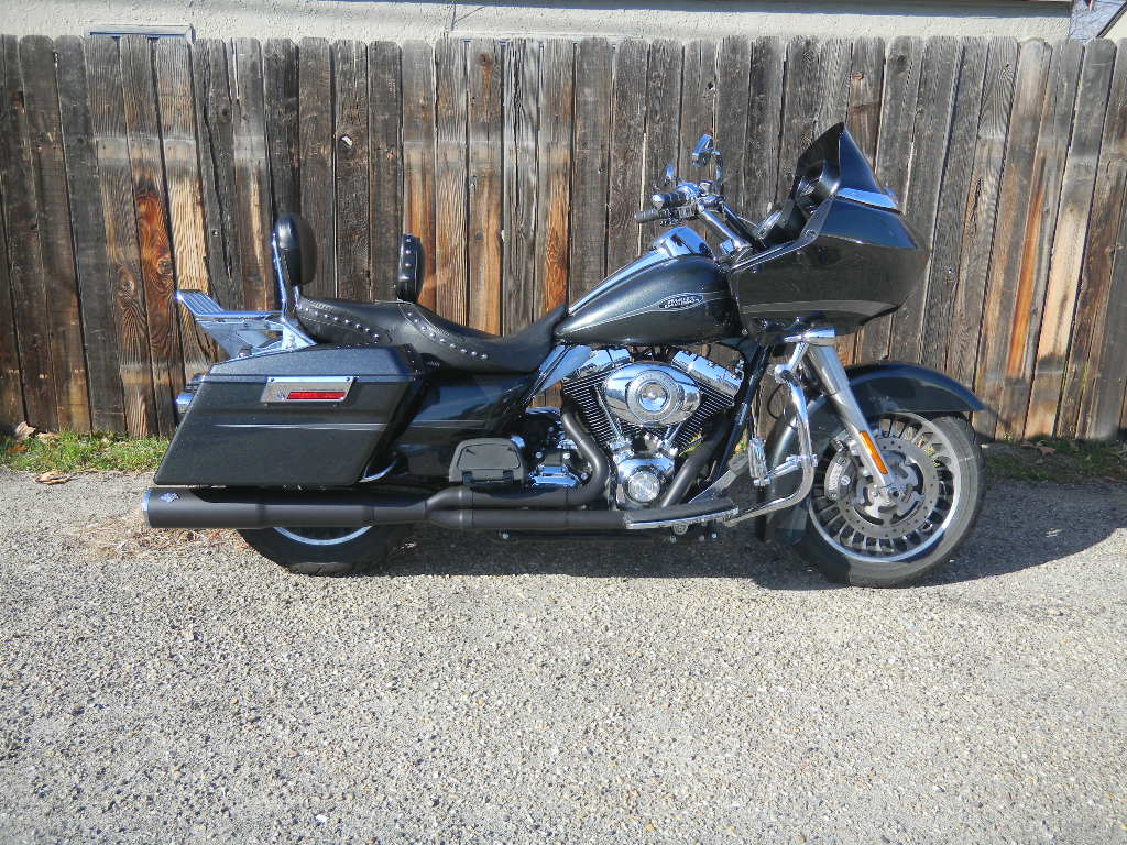2009 HARLEY FLHTR WITH VANCE AND HINES PRO PIPE