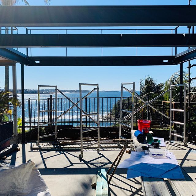 Steel going up up up in Manly 🙌 nice work builder Mark  @michael_cumming_architect  @cantileverengineers