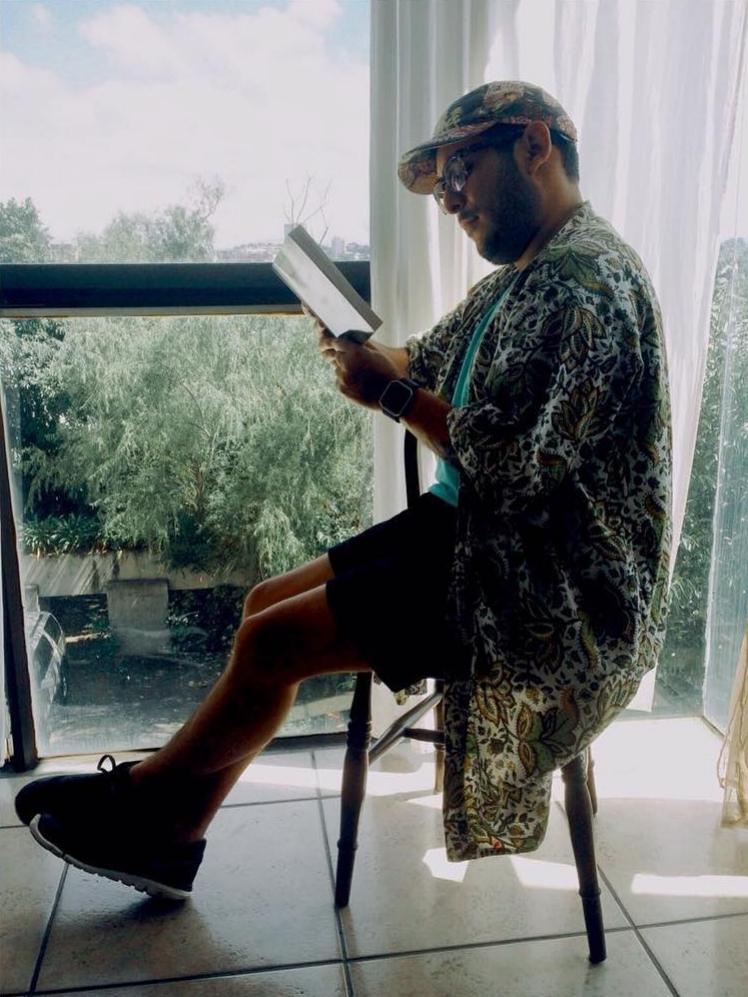 Fashion Tip:Read a book! Foto: @jipsterjime #fashionista #fashiontips #racha #quebonitoseryo #smartissexy
