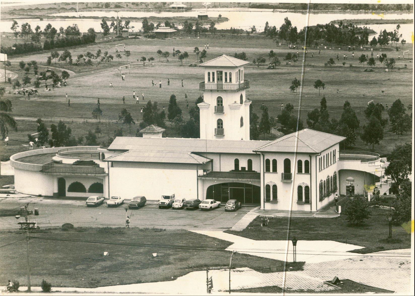 el MAC de otros tiempos. el edificio fue diseñado por el arquitecto josé maría barrantes monge en 1937 |    imagen e información tomada de la página de facebook del MAC