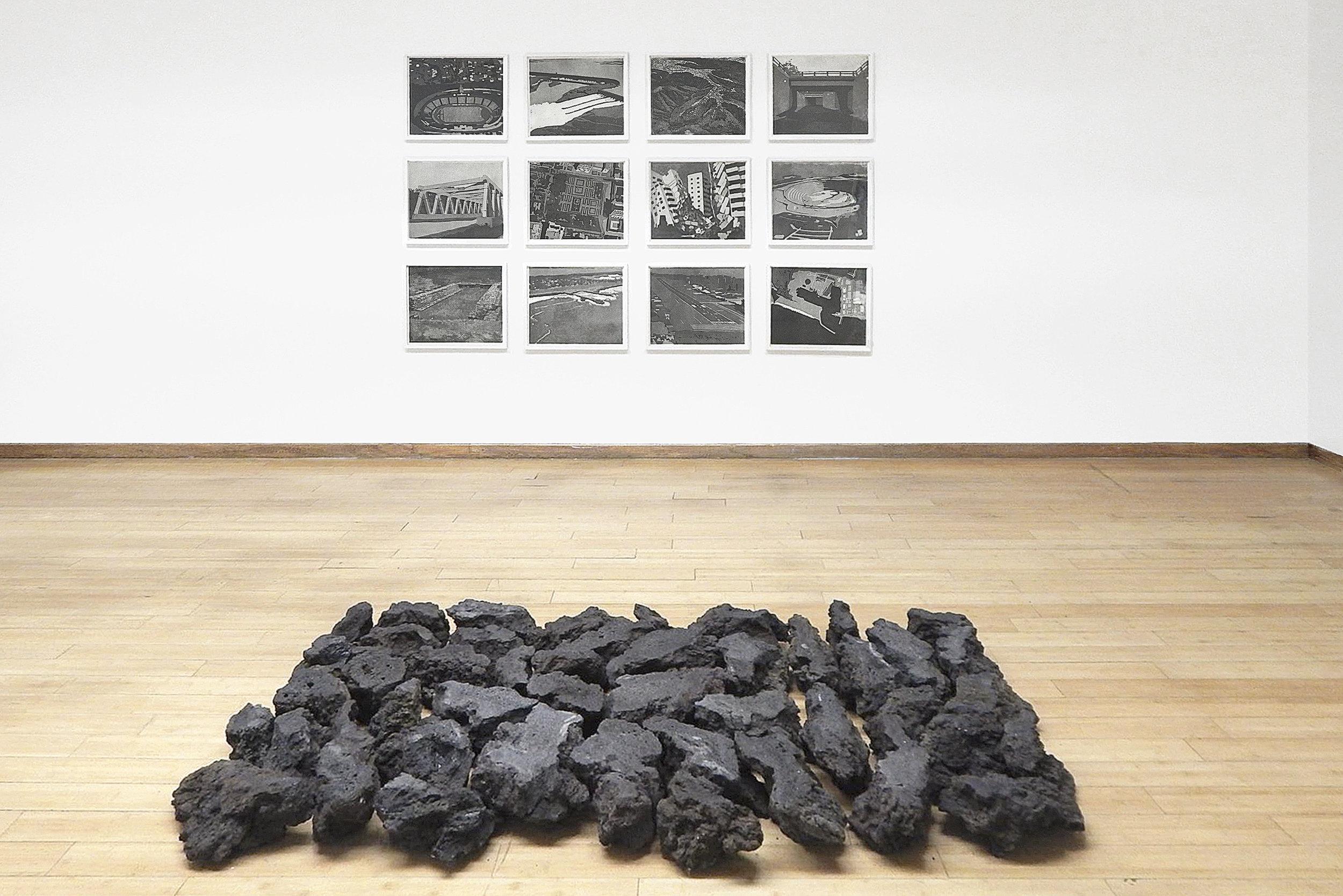 """Geografía"", impresiones giclée a partir de grabados al aguatinta, 244cm x 151cm | ""Superficie"", piedra volcánica intervenida, 244cm x 35cm x100cm | 2016"