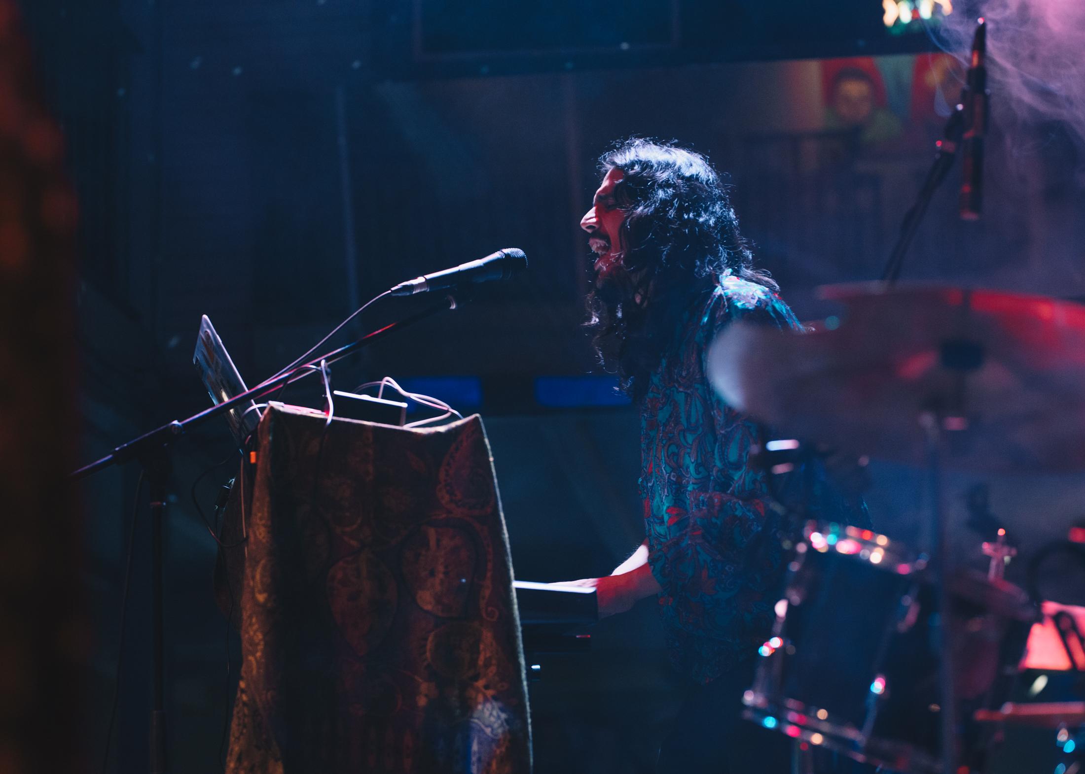 """david mora robles, tecladista, corista, activador de cosas como """"drum loops y beats"""", compositor   foto: elisa barrantes y    fabián barrantes"""