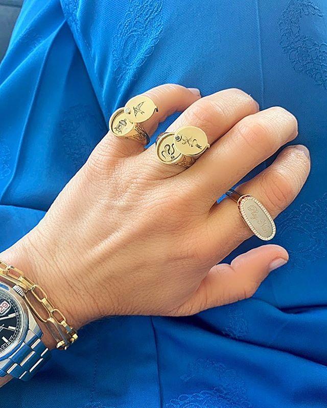 Peek-a-boo • #drujewelry #dru #jewelry #jewellery #fortheloveofjewelry #finejewelry #livelovejewelry #showmeyourrings #rings #ringsofinstagram #rotd #jotd #gold #signet #gildedcage #snakeinthegrass #playnice #photooftheday #jewelrygram #love #beautiful #peekaboo