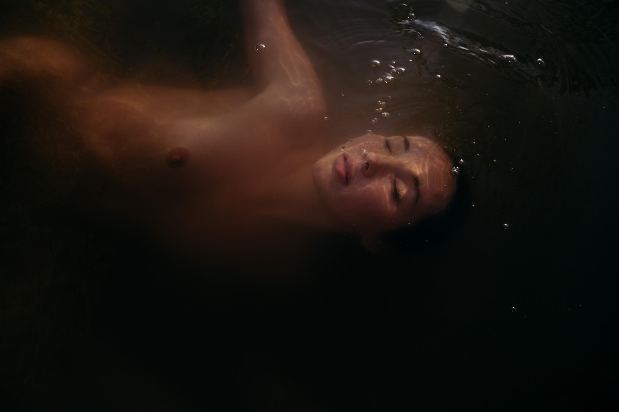 27-water-little-green-eyes-jessie-mccall-portland-melbourne-nevada-city-underwater.jpg