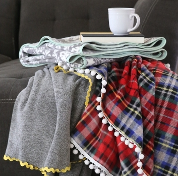 Easy Fleece Blankets from It's Always Autumn
