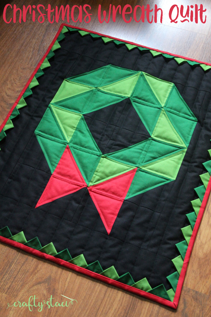 Christmas Wreath Quilt from CraftyStaci.com #christmasquilt