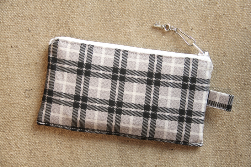 Loyalty and Gift Card Pouch from Crafty Staci #freebagpattern #freesewingpattern
