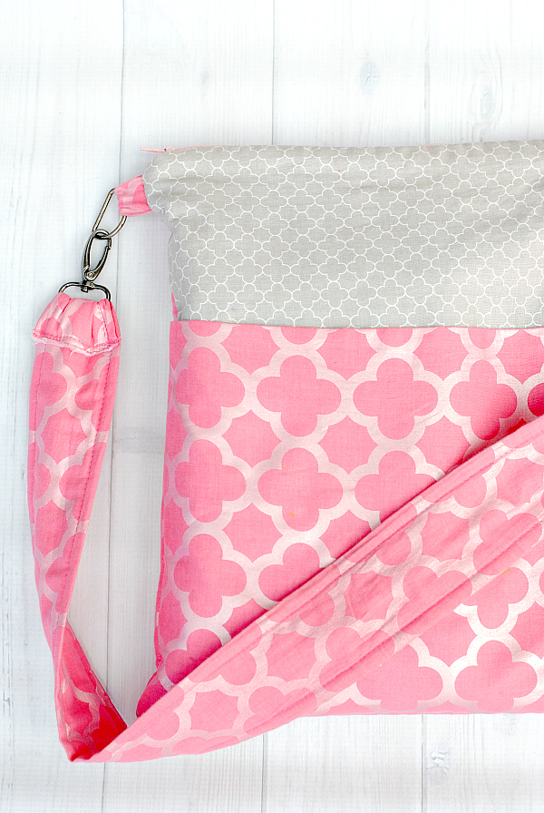 Zipper Tote Bag from Crazy Little Projects