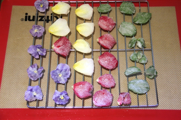 Dried sugared flowers
