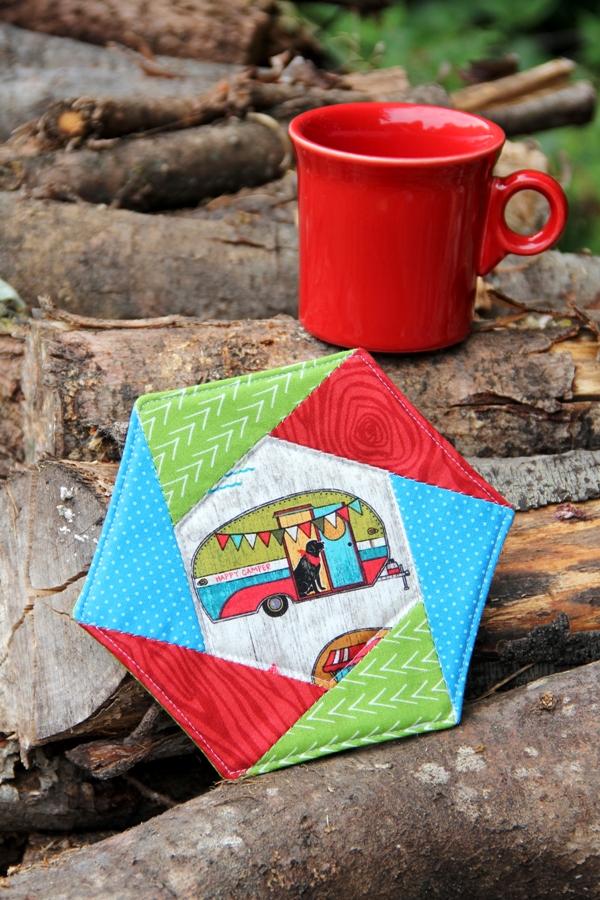 Hexagon Mug Mat from craftystaci.com #mugmat #mugrug #easysewing #epp.JPG