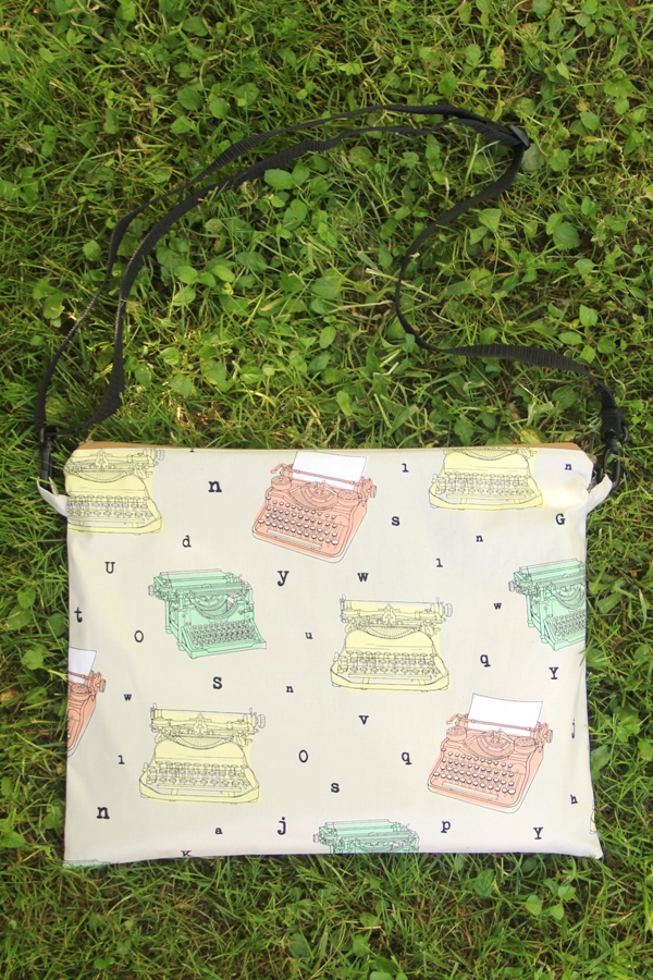 Easy Book Bag Pattern from craftystaci.com #howtomakeabag #backtoschool