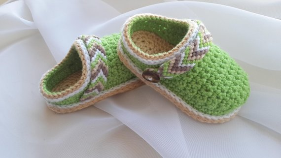 Baby Shoes Crochet Pattern from CrochetOasis