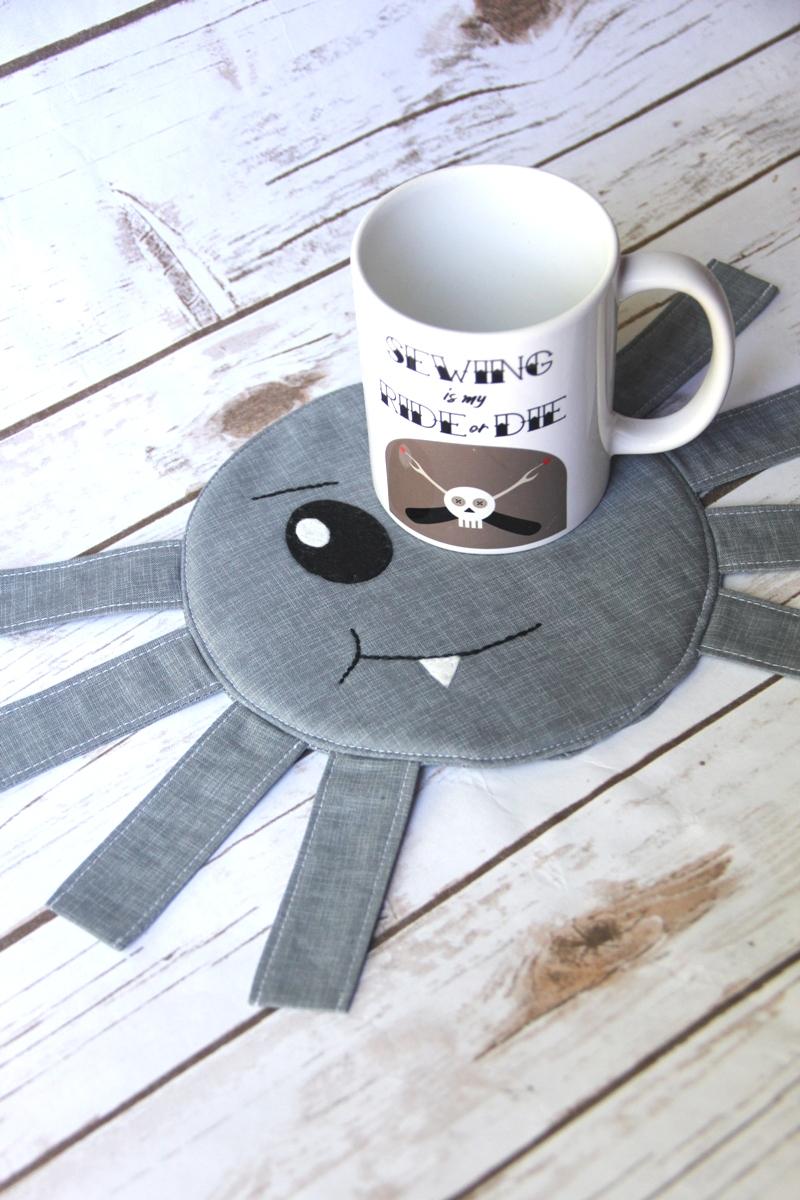 Spider Mug Mat on Crafty Staci
