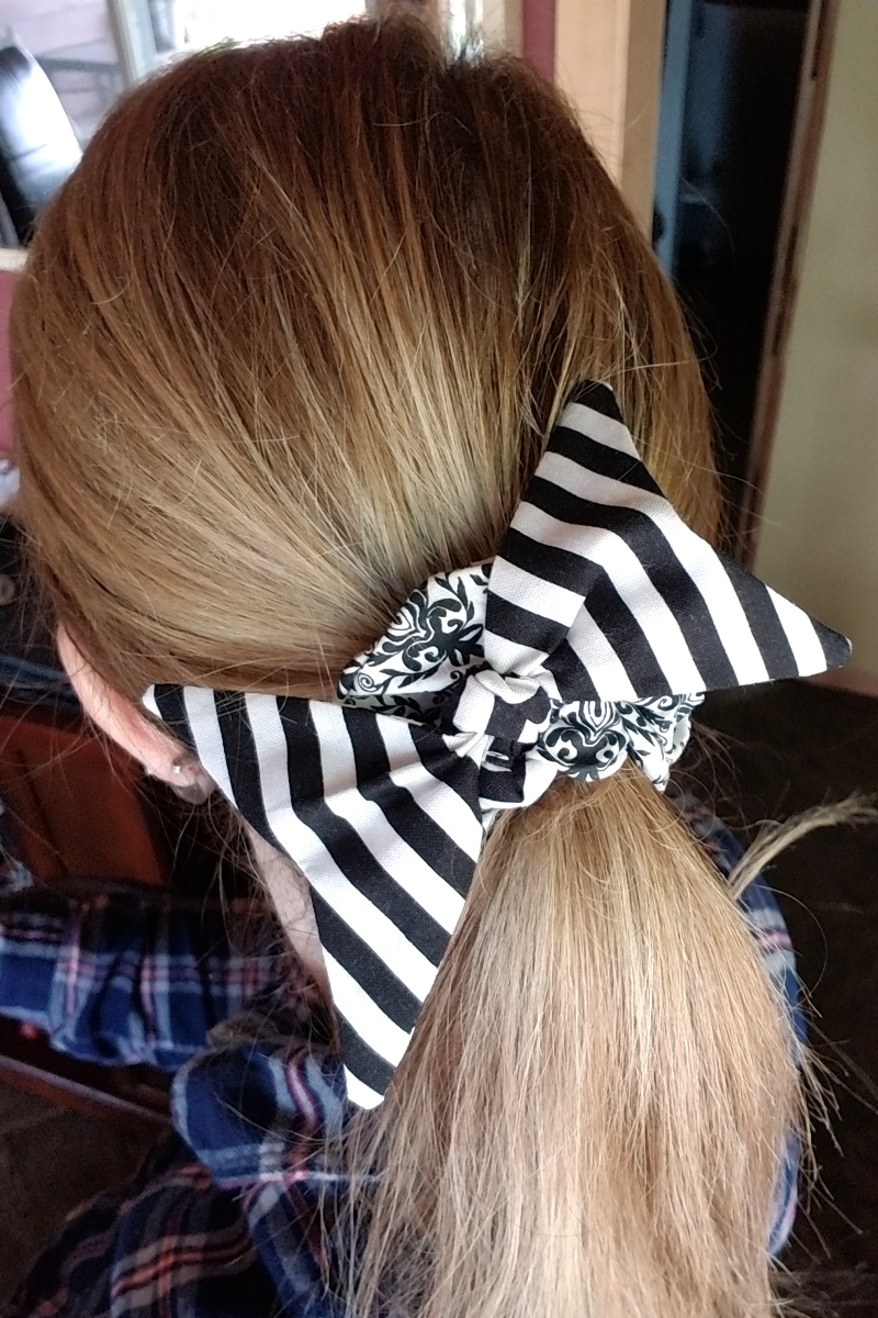 Swallowtail Bow Scrunchie from craftystaci.com