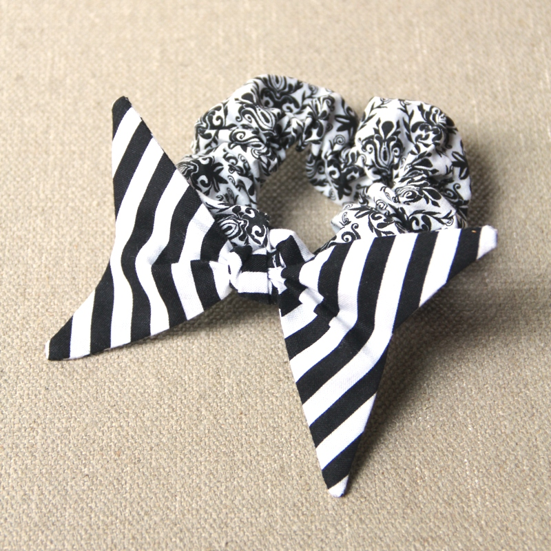 来自craftystaci.com的Swallowtail Bow Scrunchie附加组件