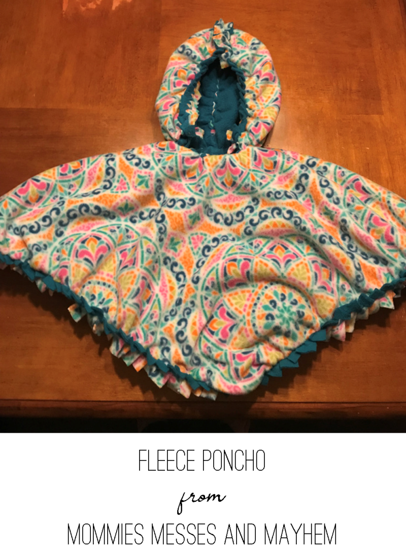 Fleece Poncho from Mommies Messes and Mayhem