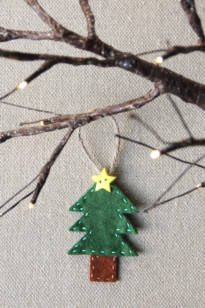Felt Tree Ornament from craftystaci.com