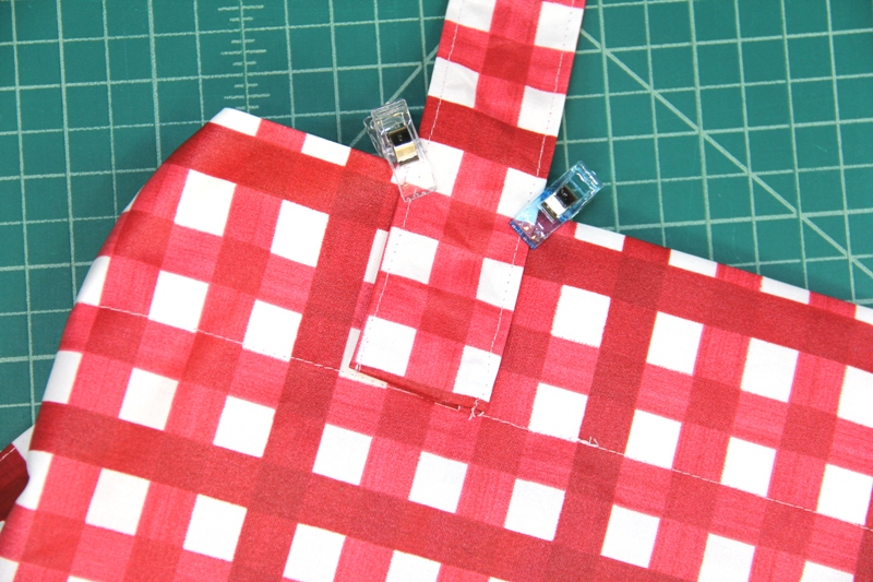 Handle clipped to top of shopping bag on Crafty Staci